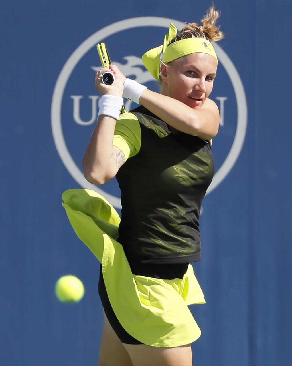 Muguruza outlasts Kuznetsova to reach Cincinnati semifinal
