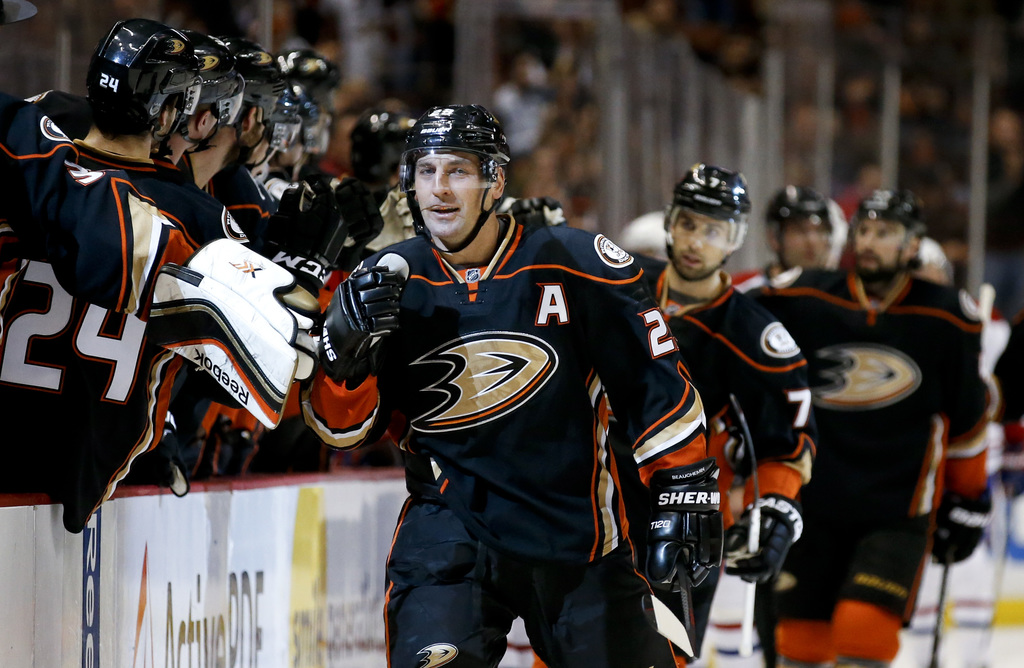 Bought-out Avalanche defenseman Francois Beauchemin signs with Anaheim