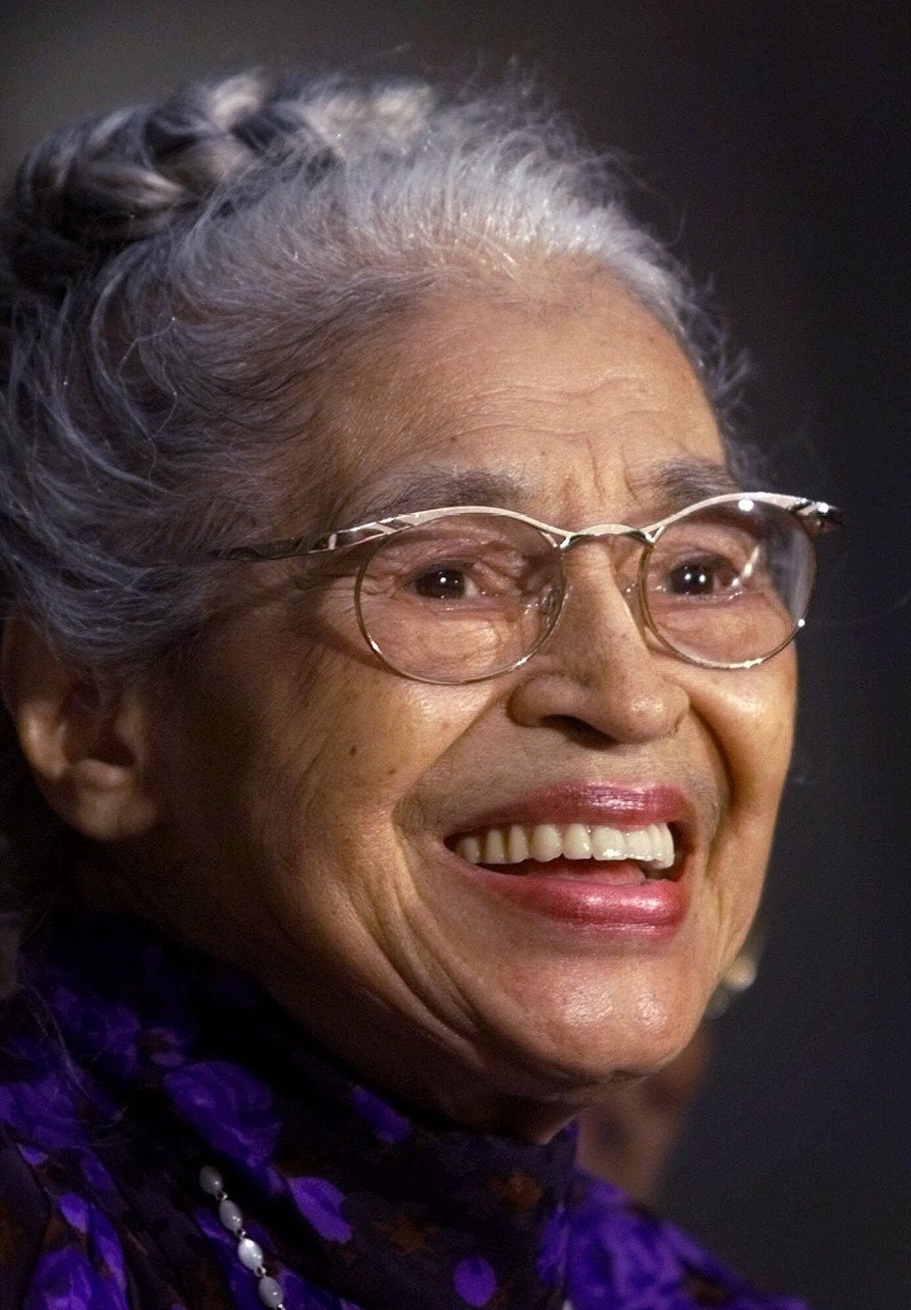 is rosa parks a true hero Watch video  follow the accomplishments of civil rights activist rosa parks, and learn how her refusal to give up her seat on a montgomery bus helped end public segregation, at biographycom.