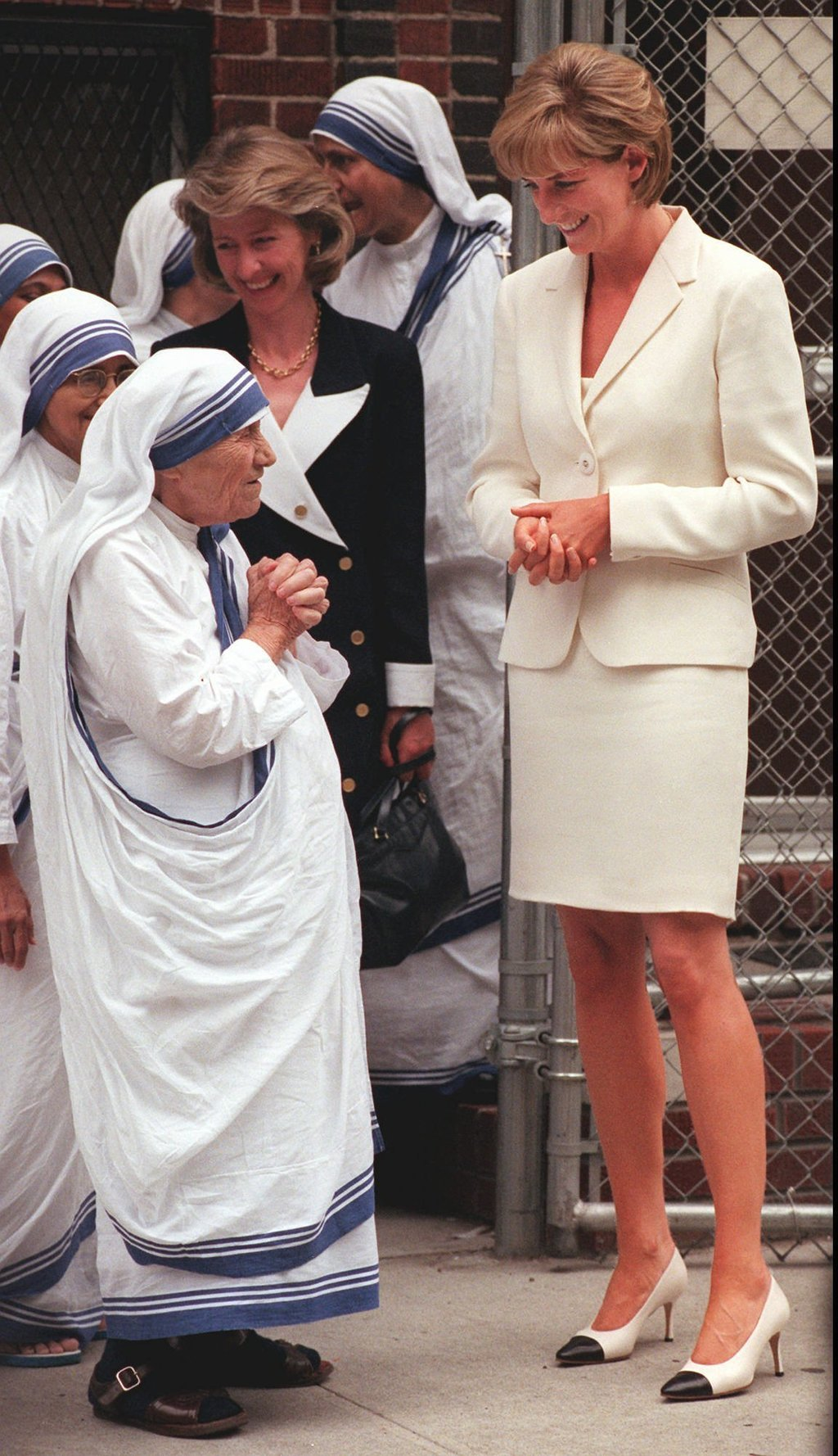 the life of princess diana Here is a timeline of the key moments in princess diana's life: -july 1, 1961: diana frances spencer is born into an aristocratic family file - in this 1980 file photo, lady diana spencer, 21, prince charles's girlfriend, is pictured at the kindergarten in st georges square, pimlico, london, where she works as a teacher.