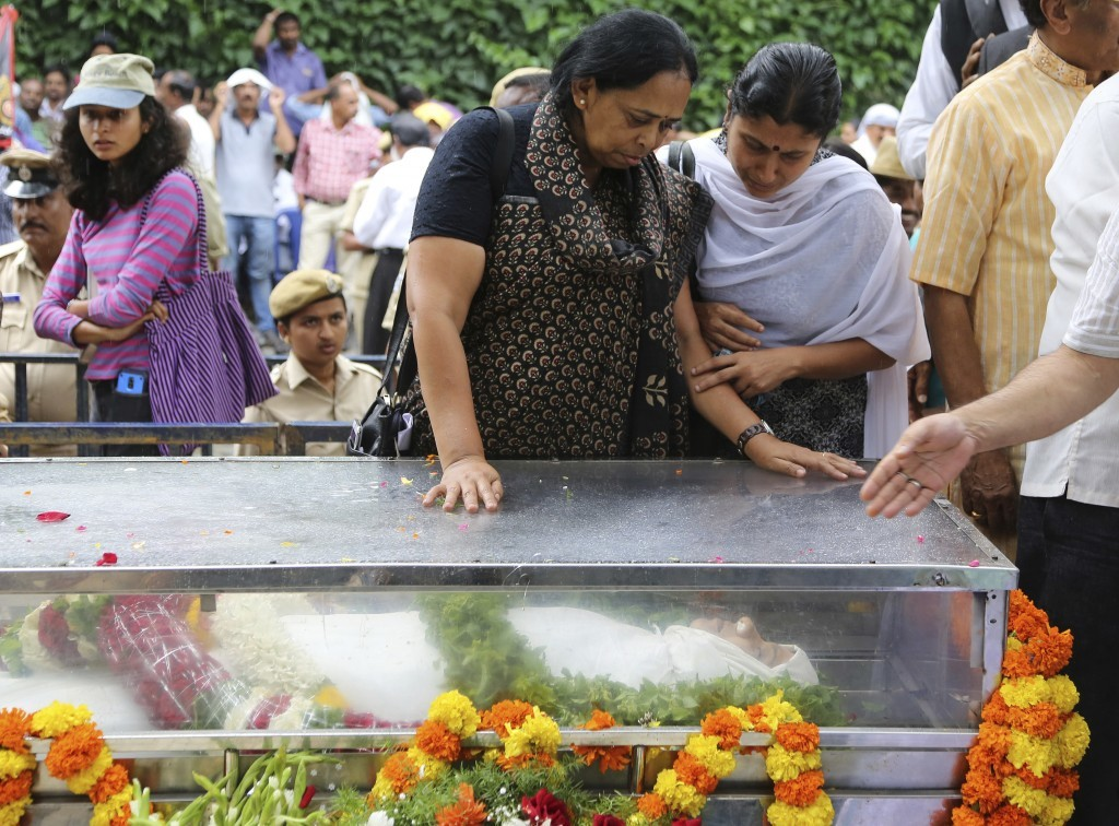 Mourners break down on seeing the body of Indian journalist Gauri Lankesh inside a casket placed for public viewing in Bangalore, India, Wednesday, Se...