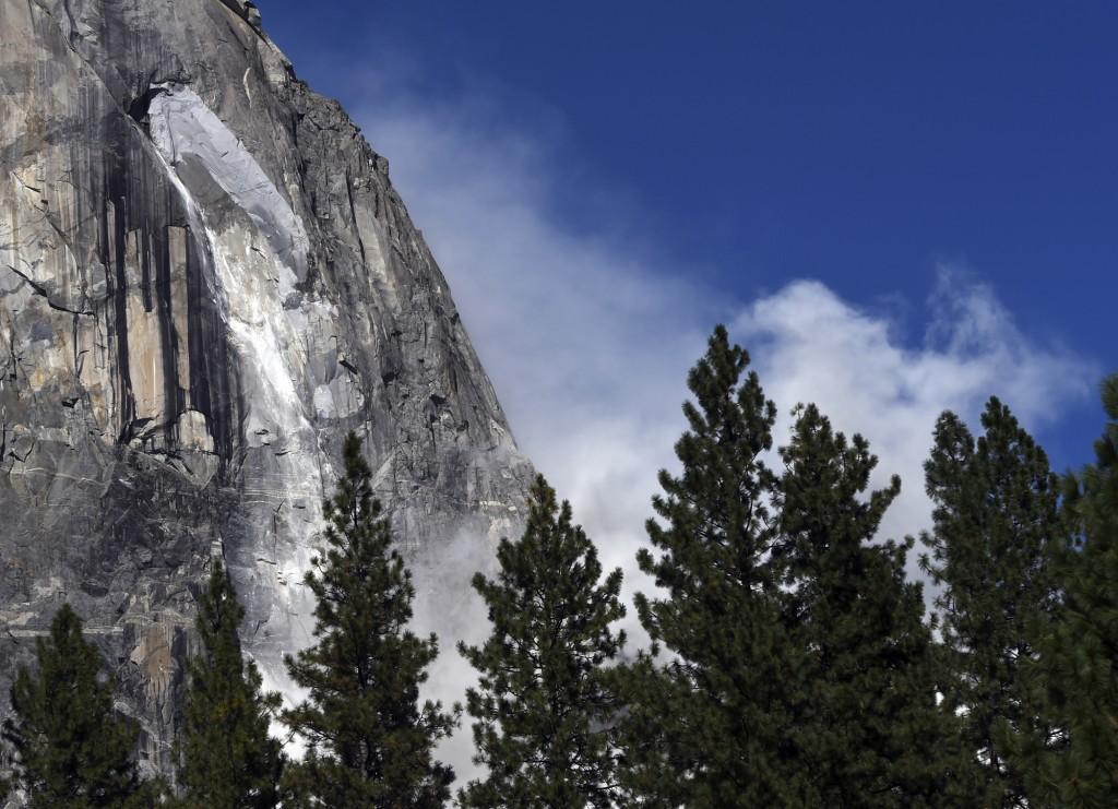 A second rock fall occurs at El Capitan Thursday, Sept. 28, 2017, in Yosemite National Park, Calif. Yosemite National Park says another rock fall has ...