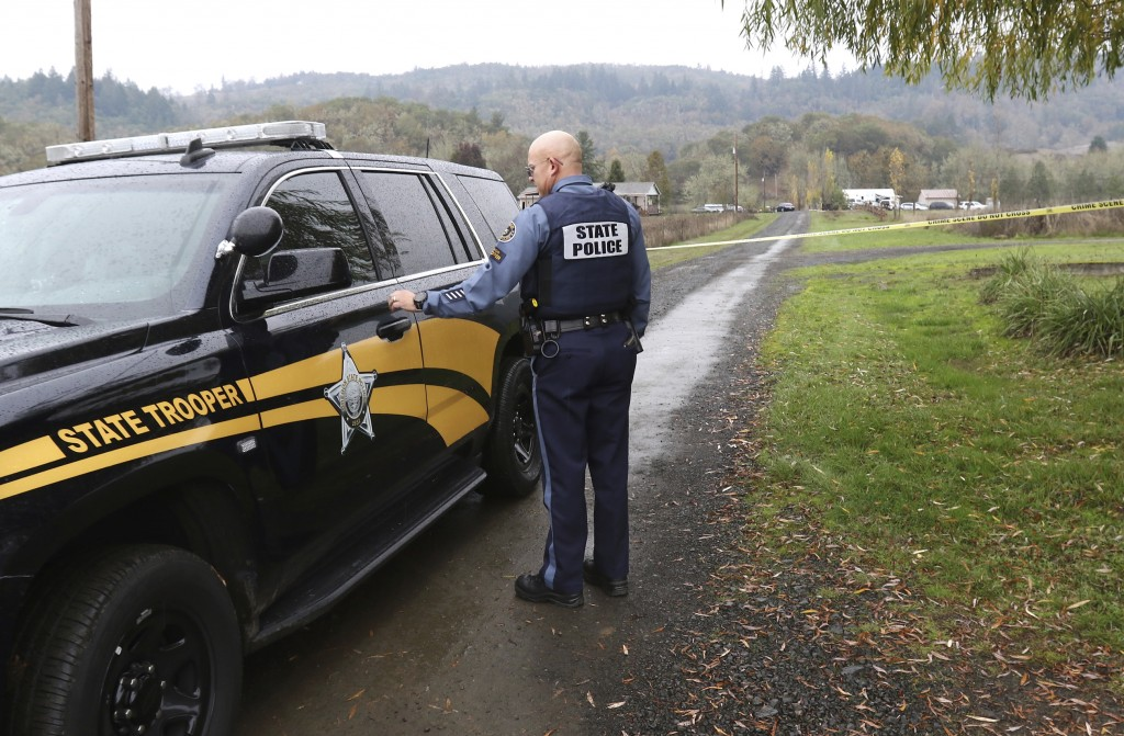Oregon State Police senior trooper Mark Moore regulates traffic on Whispering Pines Way near Lookingglass, Wednesday Nov. 8, 2017 in Lookingglass, Ore...