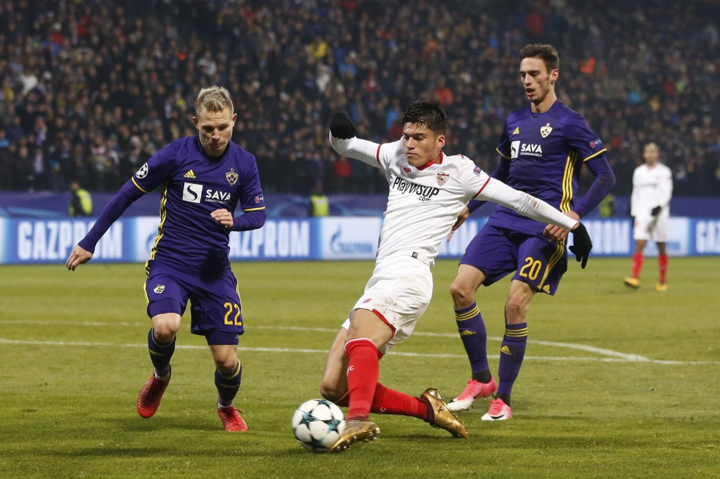 Sevilla's Joaquin Correa fights for the ball with Maribor's Martin Milec, left, and Gregor Bajde, right, during the group E Champions League soccer ma