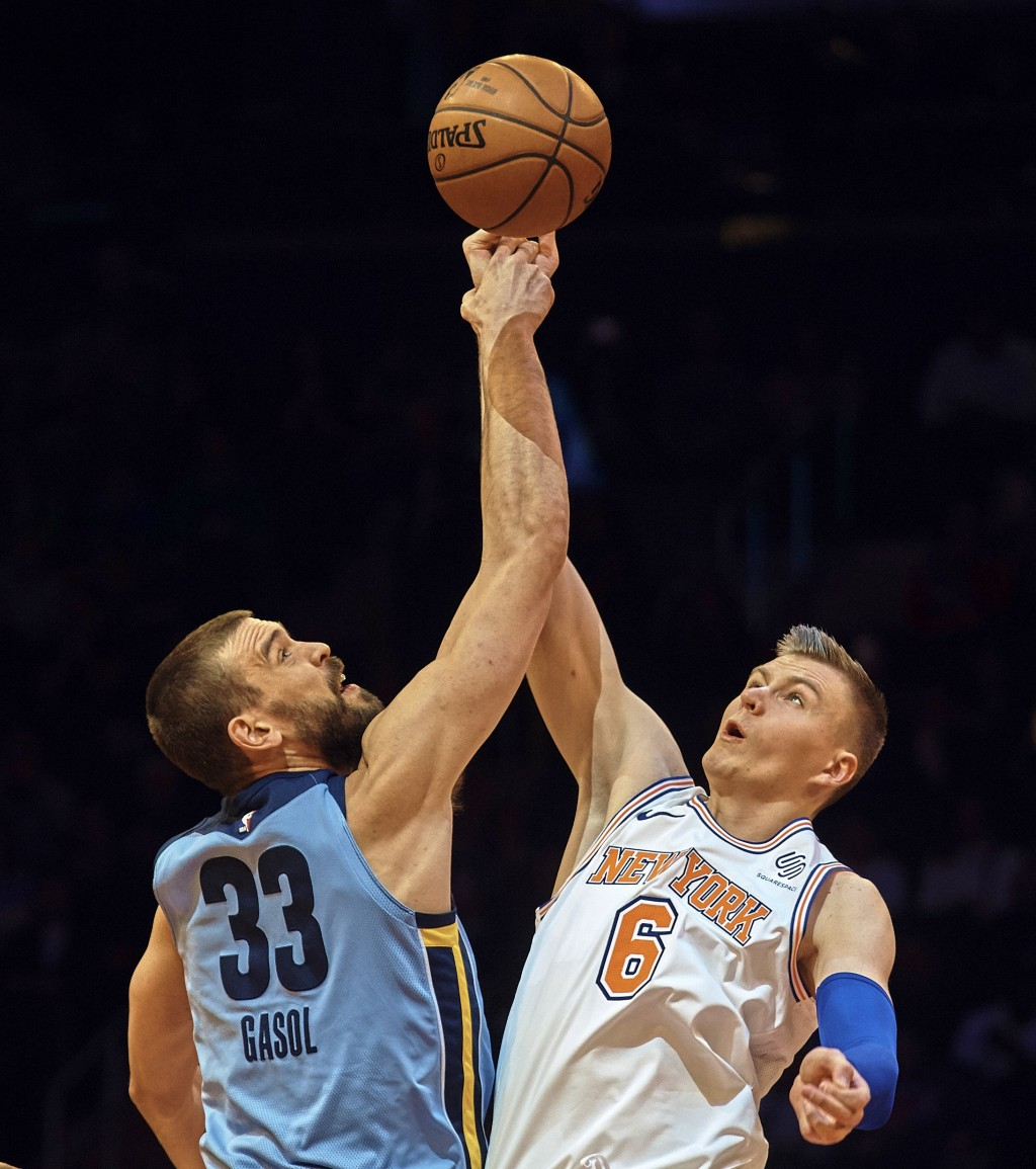 Memphis Grizzlies' Marc Gasol (33) competes for the ball with New York Knicks' Kristaps Porzingis (6) during the first half of an NBA basketball game