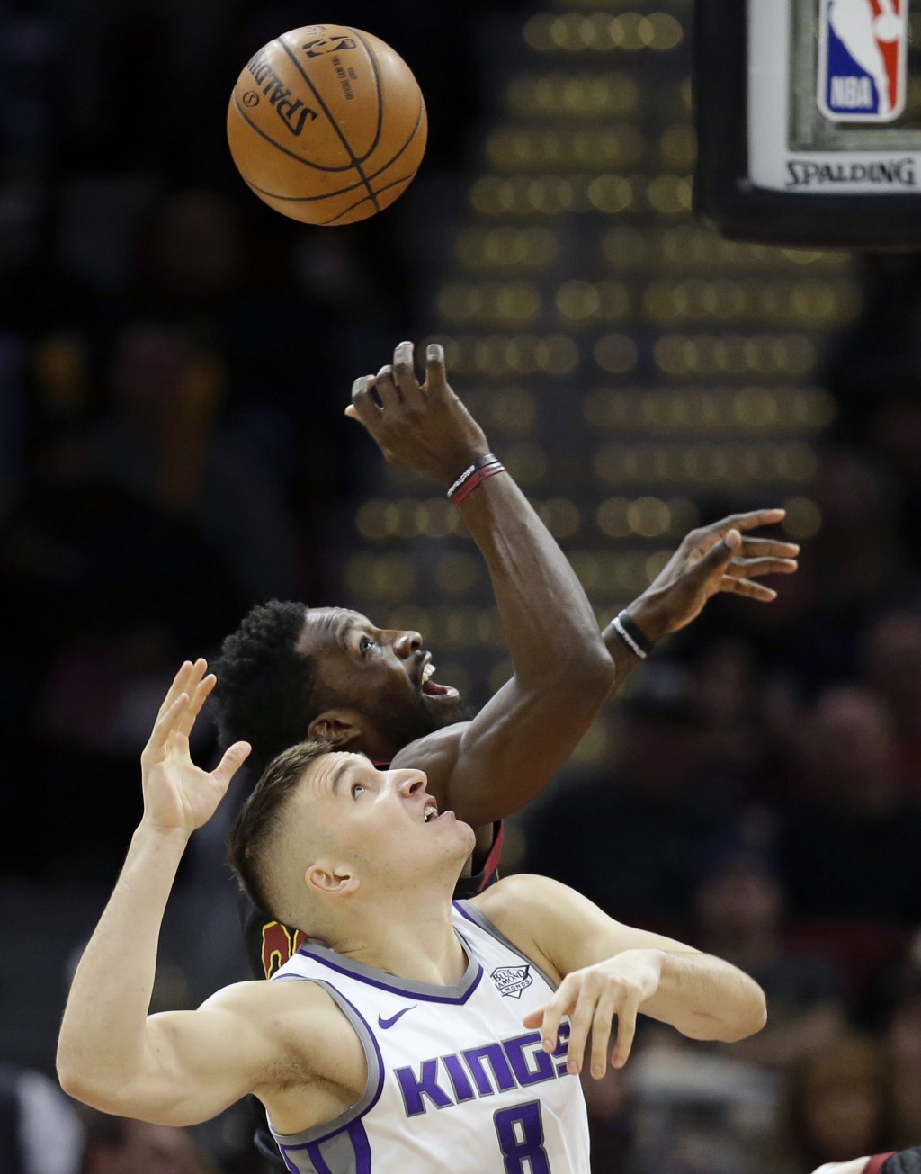Sacramento Kings' Bogdan Bogdanovic (8), from Serbia, and Cleveland Cavaliers' Jeff Green (32) battle for a rebound in the first half of an NBA basket