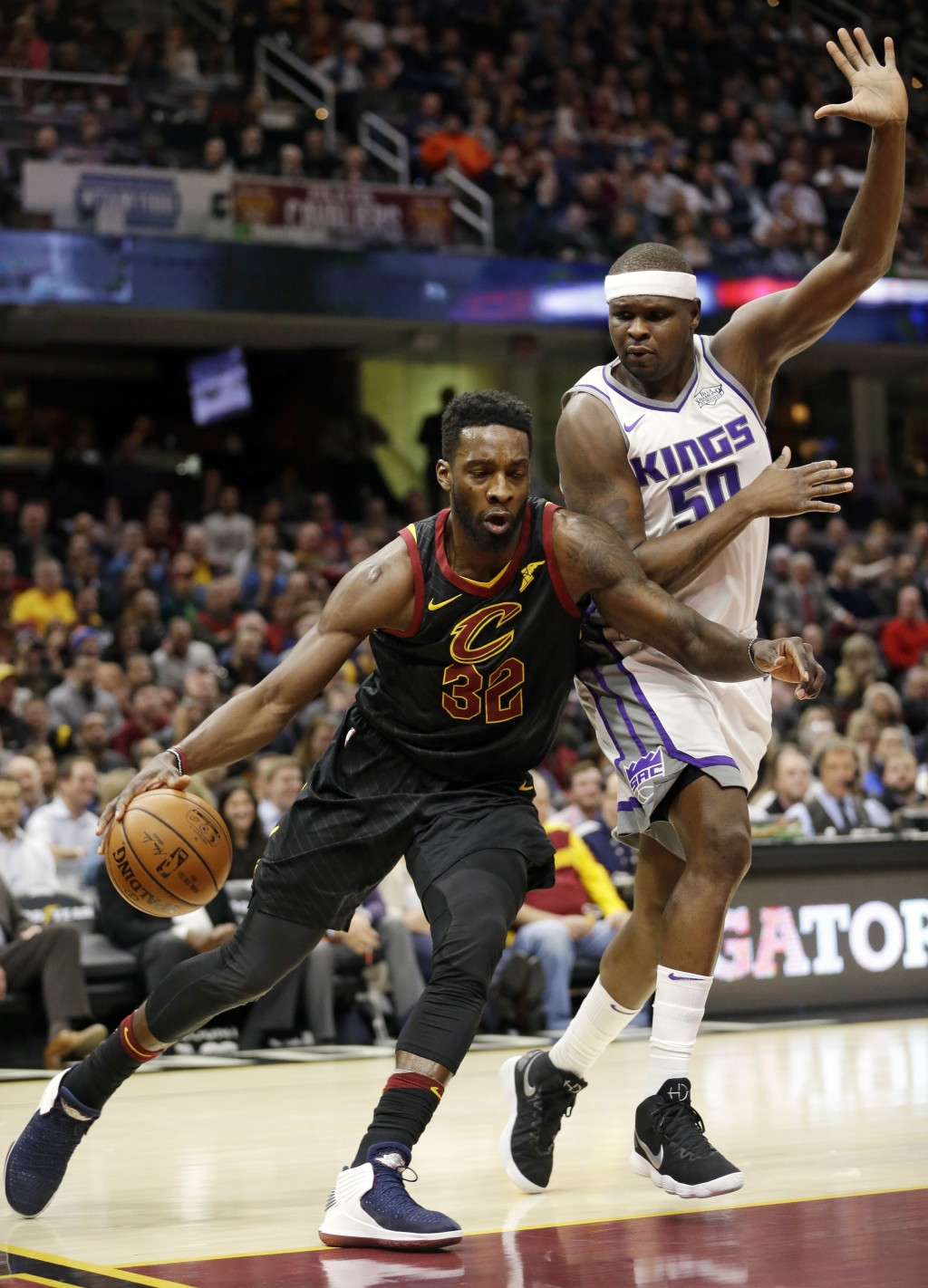 Cleveland Cavaliers' Jeff Green (32) drives against Sacramento Kings' Zach Randolph (50) in the first half of an NBA basketball game, Wednesday, Dec.