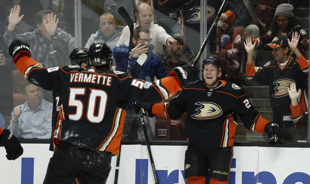 Anaheim Ducks right wing Ondrej Kase, right, of Czech Republic, celebrates his goal with center Antoine Vermette (50) during the second period of an N