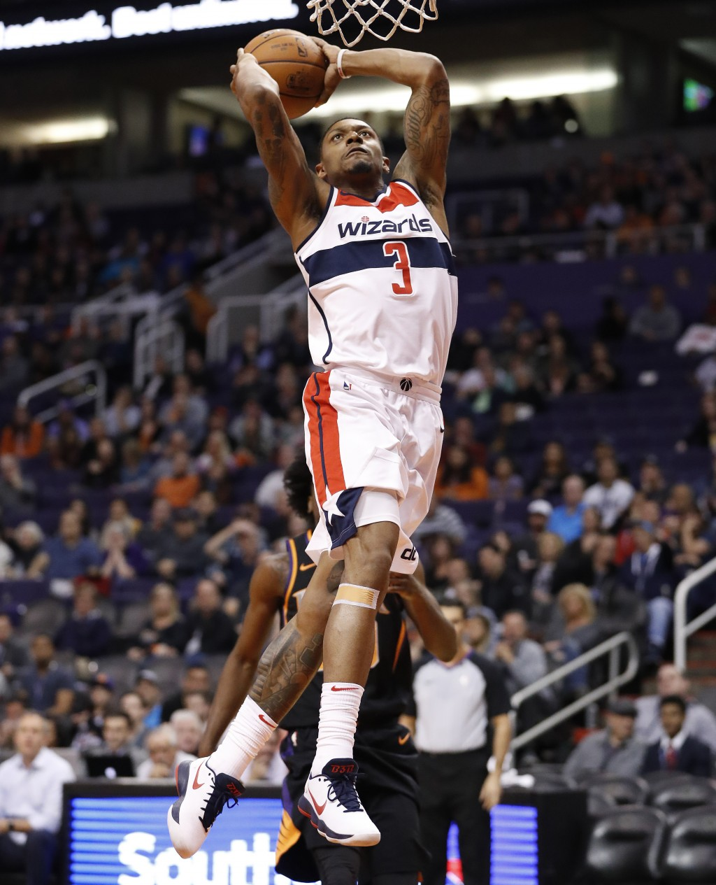 Washington Wizards guard Bradley Beal (3) dunks against the Phoenix Suns during the first half of an NBA basketball game, Thursday, Dec. 7, 2017, in P