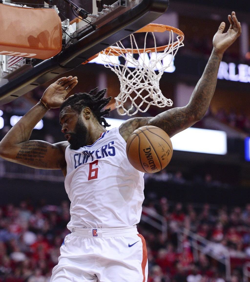 Los Angeles Clippers DeAndre Jordan dunks against the Houston Rockets in the first half of an NBA basketball game Friday, Dec. 22, 2017, in Houston. (...