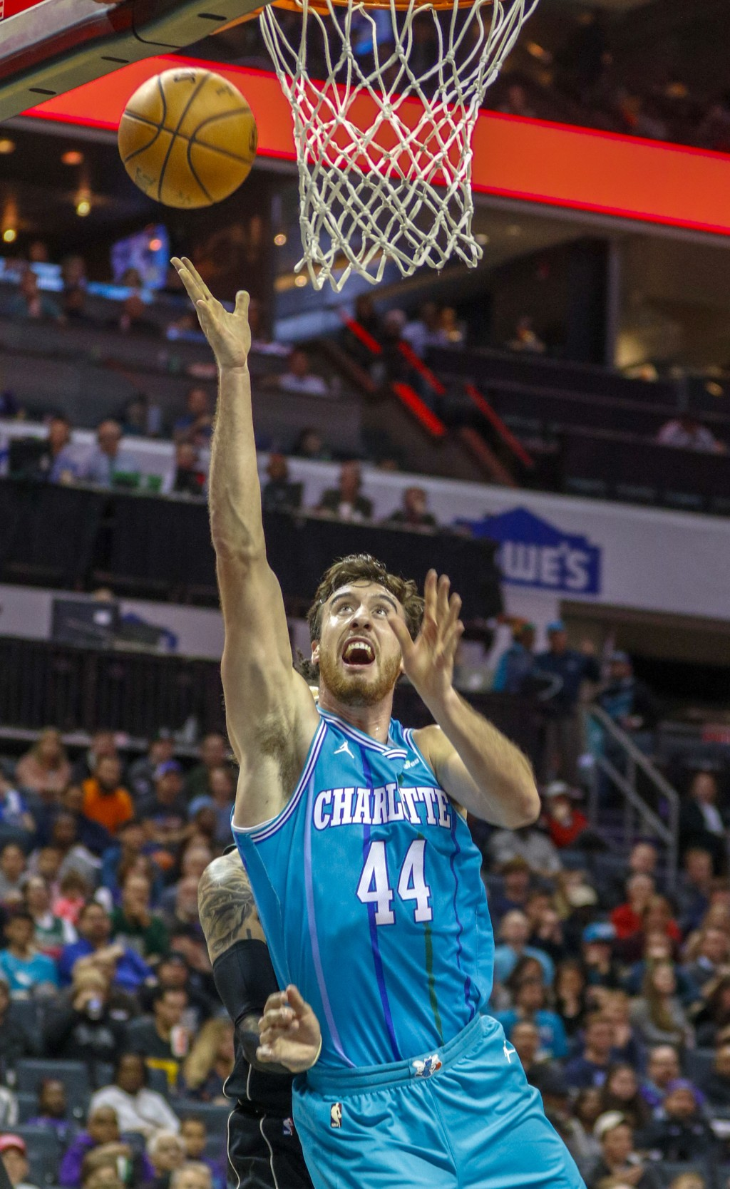 Charlotte Hornets forward Frank Kaminsky shoots against the Milwaukee Bucks in the first half of an NBA basketball game in Charlotte, N.C., Saturday, ...