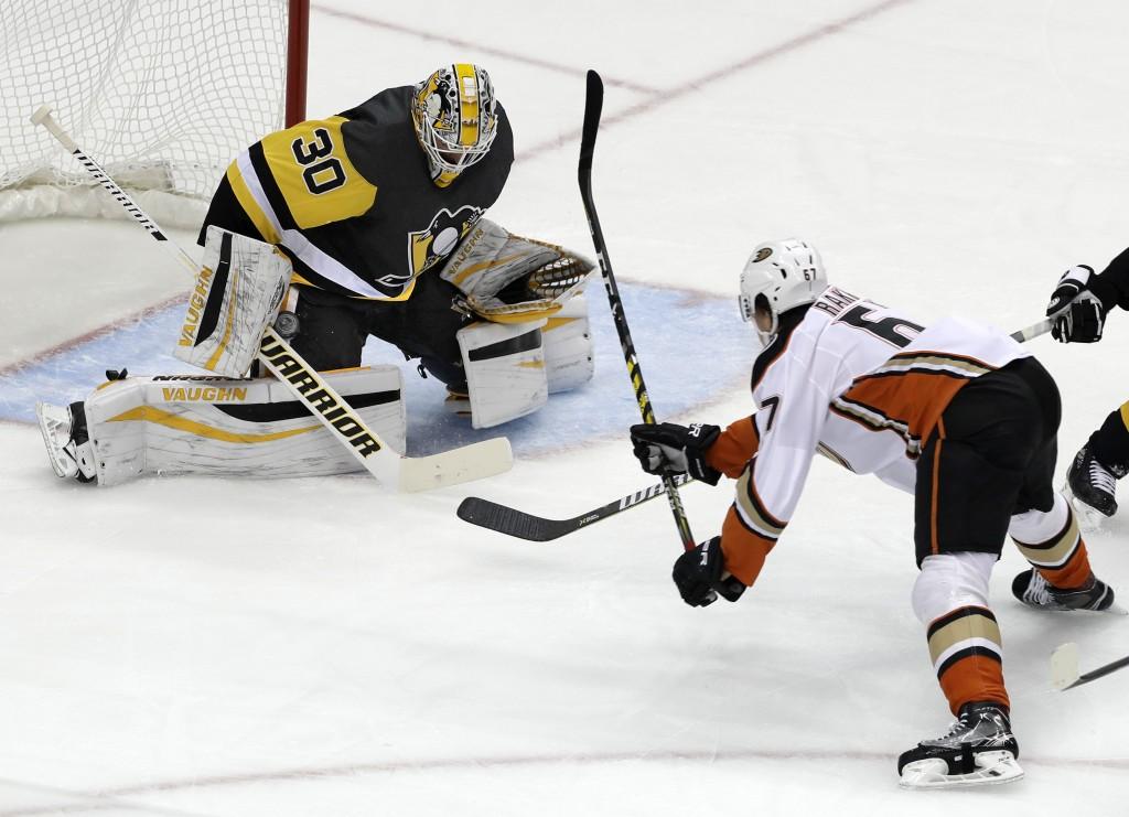 Anaheim Ducks' Rickard Rakell (67) gets a shot past the blocker of Pittsburgh Penguins goalie Matt Murray (30) for a goal in the first period of an NH...