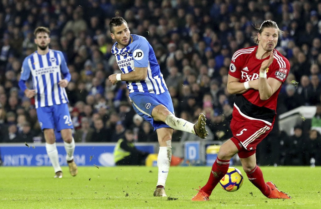 Brighton'S Tomer Hemed, centre, takes a shot past Watford's Sebastian Prodl during the English Premier League soccer match between Brighton and Watfor...