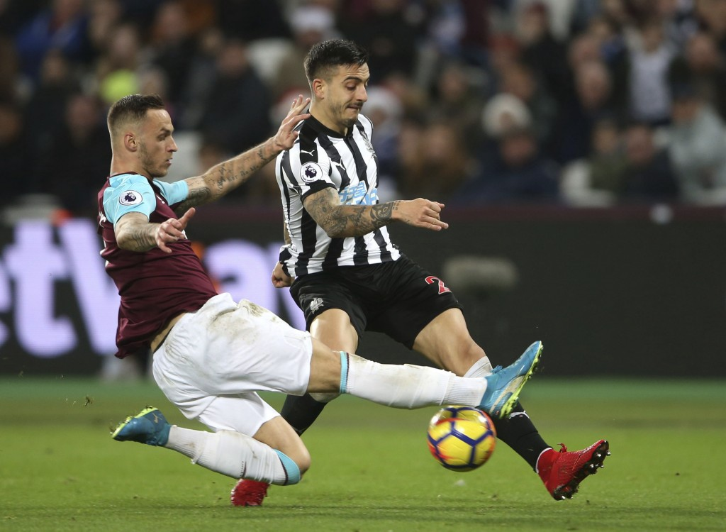 Newcastle United's Joselu, right, and West Ham United's Marko Arnautovic battle for the ball during their English Premier League soccer match at the L...