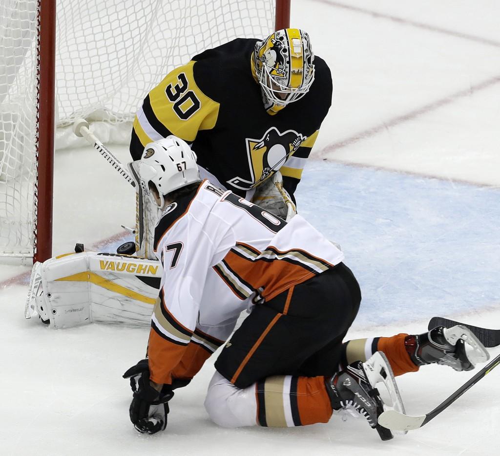 Anaheim Ducks' Rickard Rakell (67) watches his shot trickle under the pads of Pittsburgh Penguins goalie Matt Murray (30) for a goal during the first ...