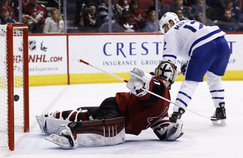 Toronto Maple Leafs center Patrick Marleau, right, scores a goal against Arizona Coyotes goalie Scott Wedgewood during the second period of an NHL hoc...