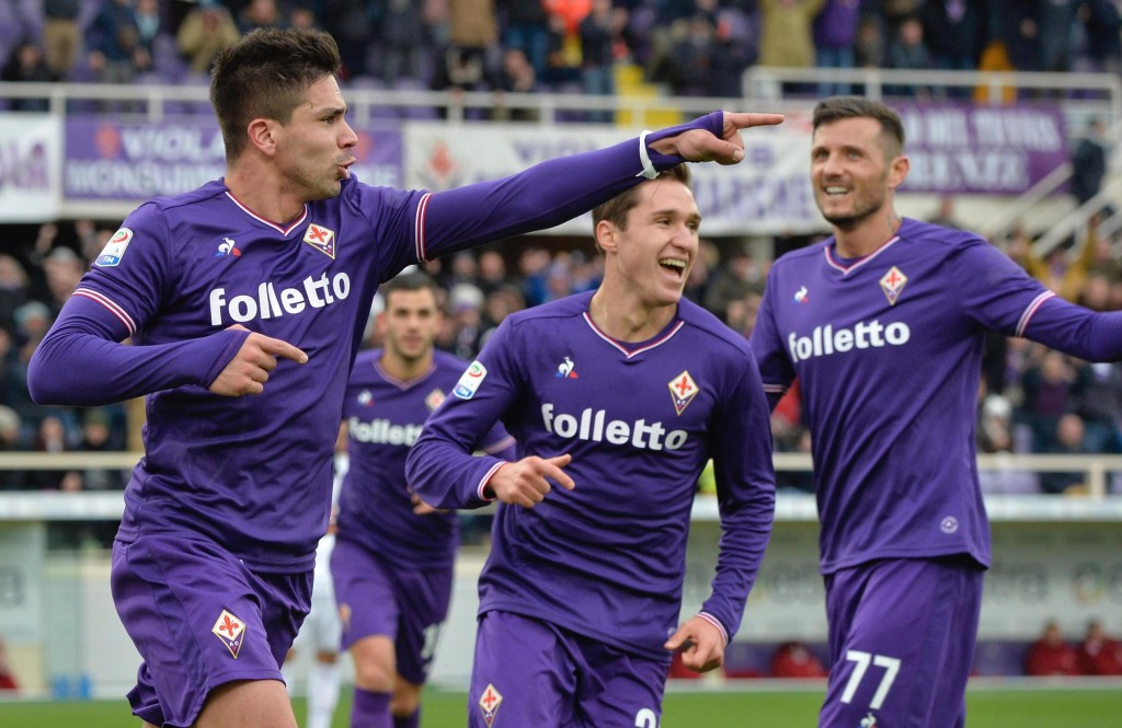 Fiorentina's Giovanni Simeone celebrates scoring his side's first goal during the Italian Serie A soccer match between Fiorentina and AC Milan at the ...