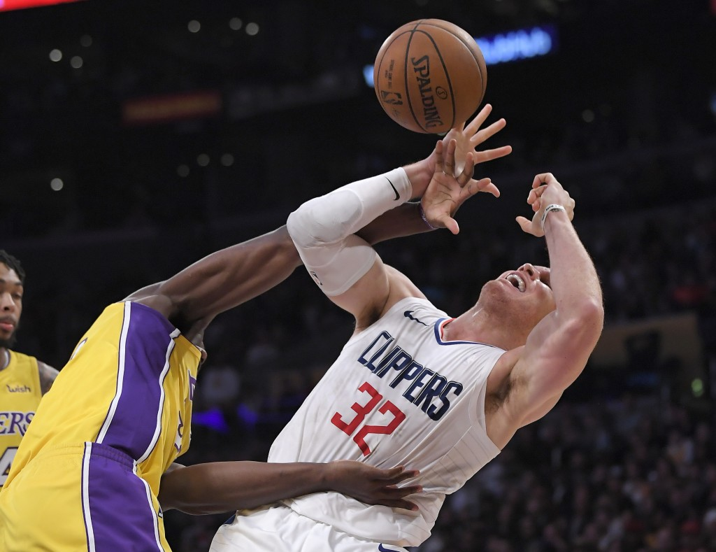 Los Angeles Clippers forward Blake Griffin, right, tangles with Los Angeles Lakers forward Julius Randle as Griffin shoots during the first half of an...