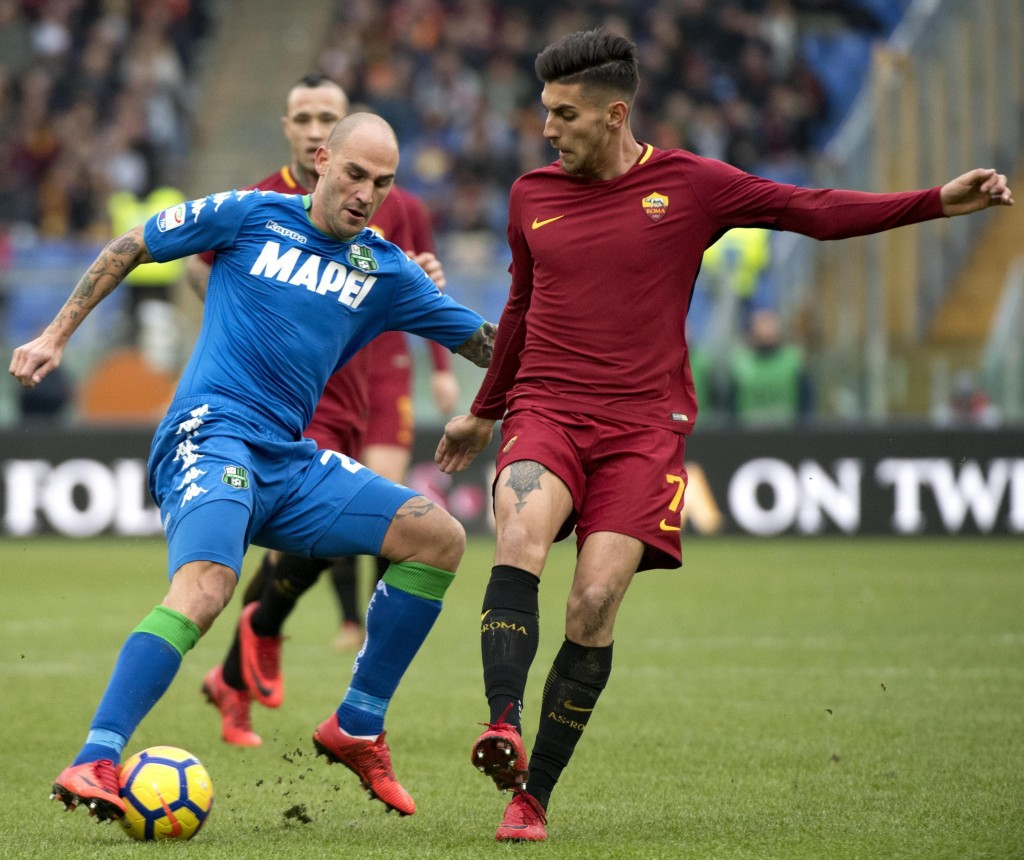 Sassuolo's Paolo Cannavaro, left, and Roma's Lorenzo Pellegrini vie for the ball during the Italian Serie A soccer match between AS Roma and Sassuolo ...