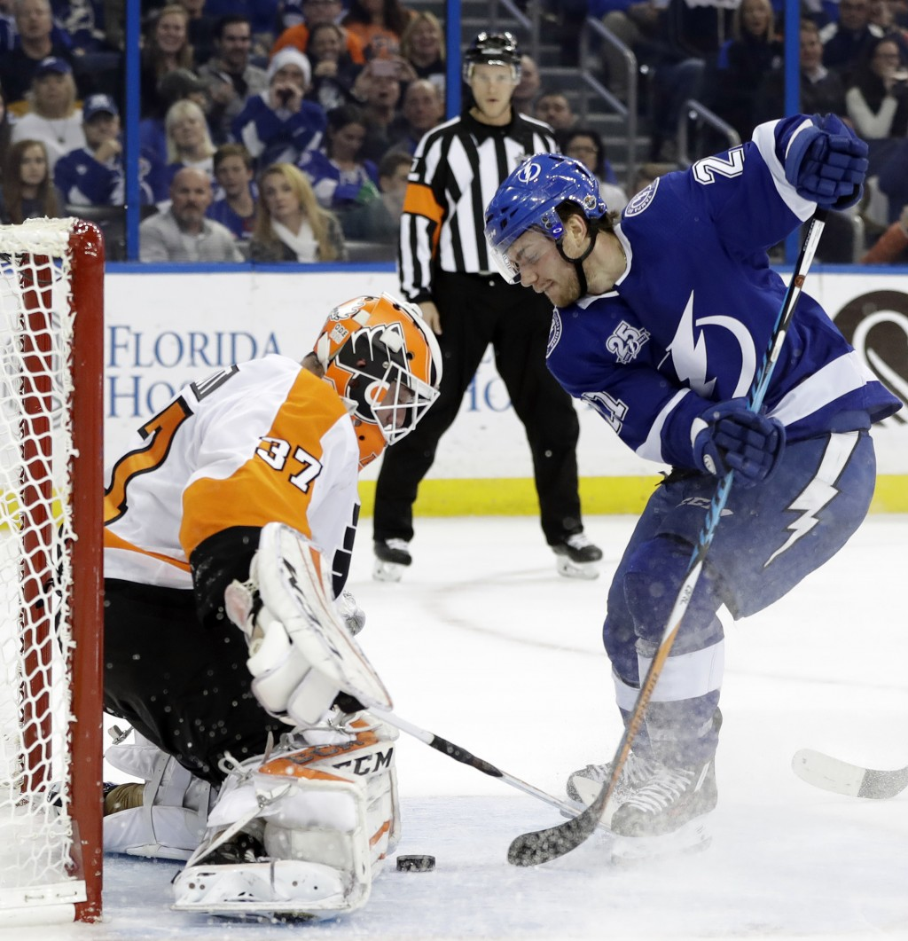 Tampa Bay Lightning center Brayden Point (21) tries to stuff the puck past Philadelphia Flyers goaltender Brian Elliott (37) during the second period ...