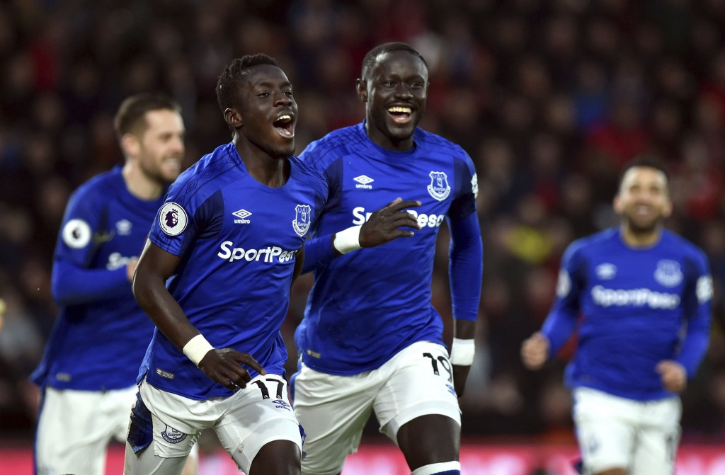 Everton's Idrissa Gueye, second left, celebrates scoring his side's first goal of the game against Bournemouth during the English Premier League socce...