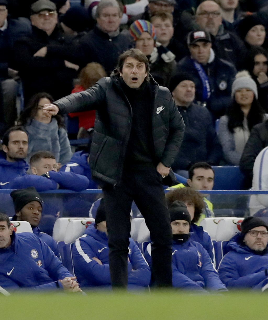 Chelsea head coach Antonio Conte shouts directions during the English Premier League soccer match between Chelsea and Leicester City at Stamford Bridg