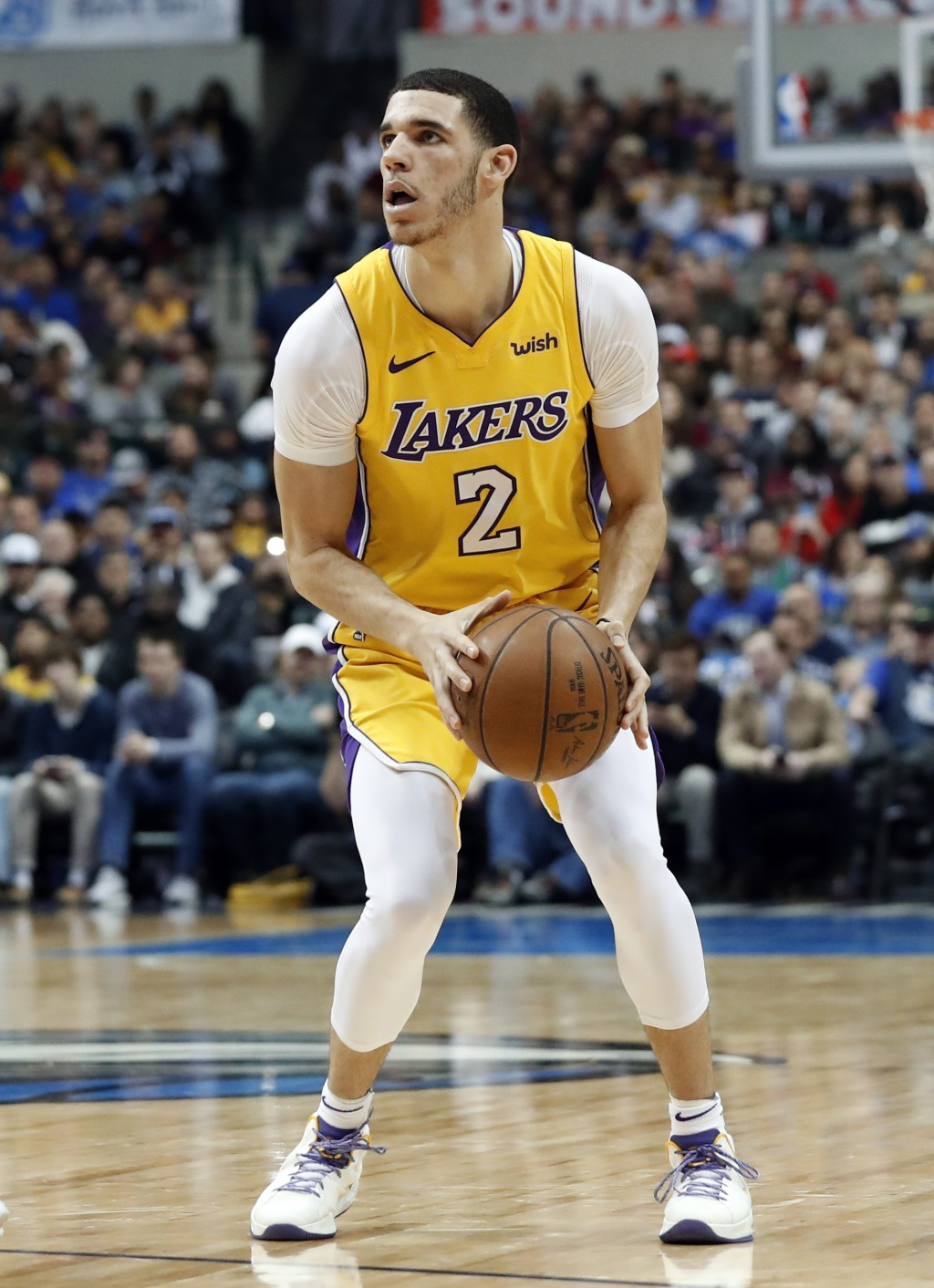 Los Angeles Lakers guard Lonzo Ball (2) prepares to take a three-point shot in the first half of an NBA basketball game against the Dallas Mavericks o