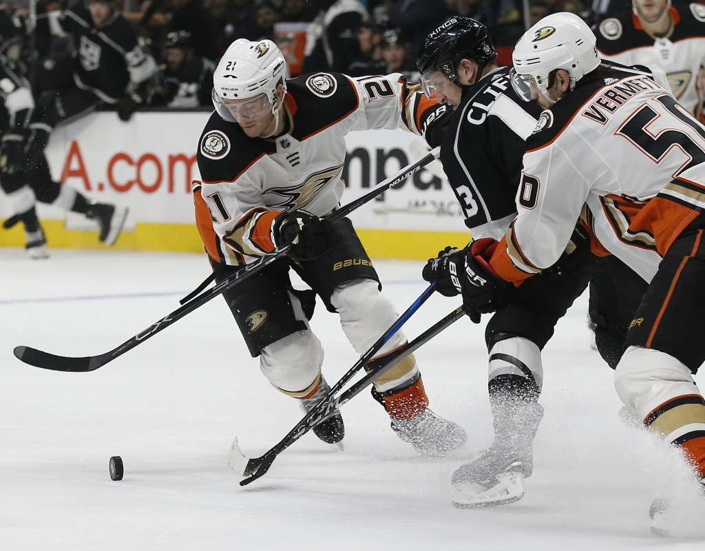 Los Angeles Kings left wing Kyle Clifford, center, gets sandwiched between Anaheim Ducks' Chris Wagner, left, and Antoine Vermette during the second p