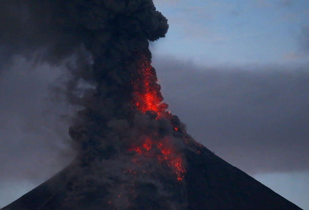reaction paper about mayon volcano Mayon volcano has made it to the headlines once again after its unexpected eruption killed a number of climbers this week but only on rare occasions such as this when mayon volcano is considered a human threat for the longest time, mt.