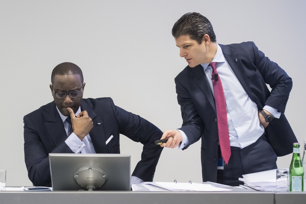 Tidjane Thiam, CEO of Swiss bank Credit Suisse, left, talks to Adam Gishen, Head of Investor Relations, right, prior to the press conference of the fu