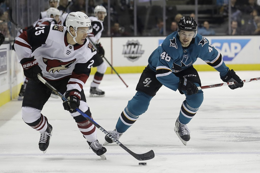 Arizona Coyotes center Nick Cousins (25) skates in front of San Jose Sharks center Tomas Hertl (48), from the Czech Republic, during the first period