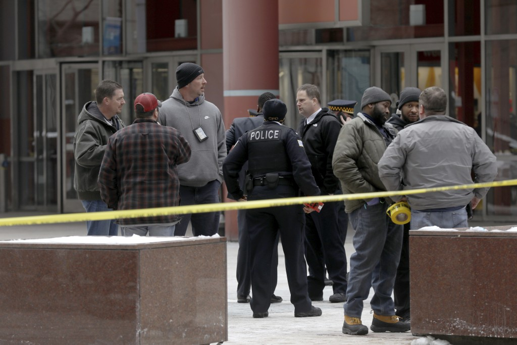 Police guard the crime scene after an off-duty Chicago police officer was shot at the James R. Thompson Center, Feb. 13, 2018. (John J. Kim / Chicago