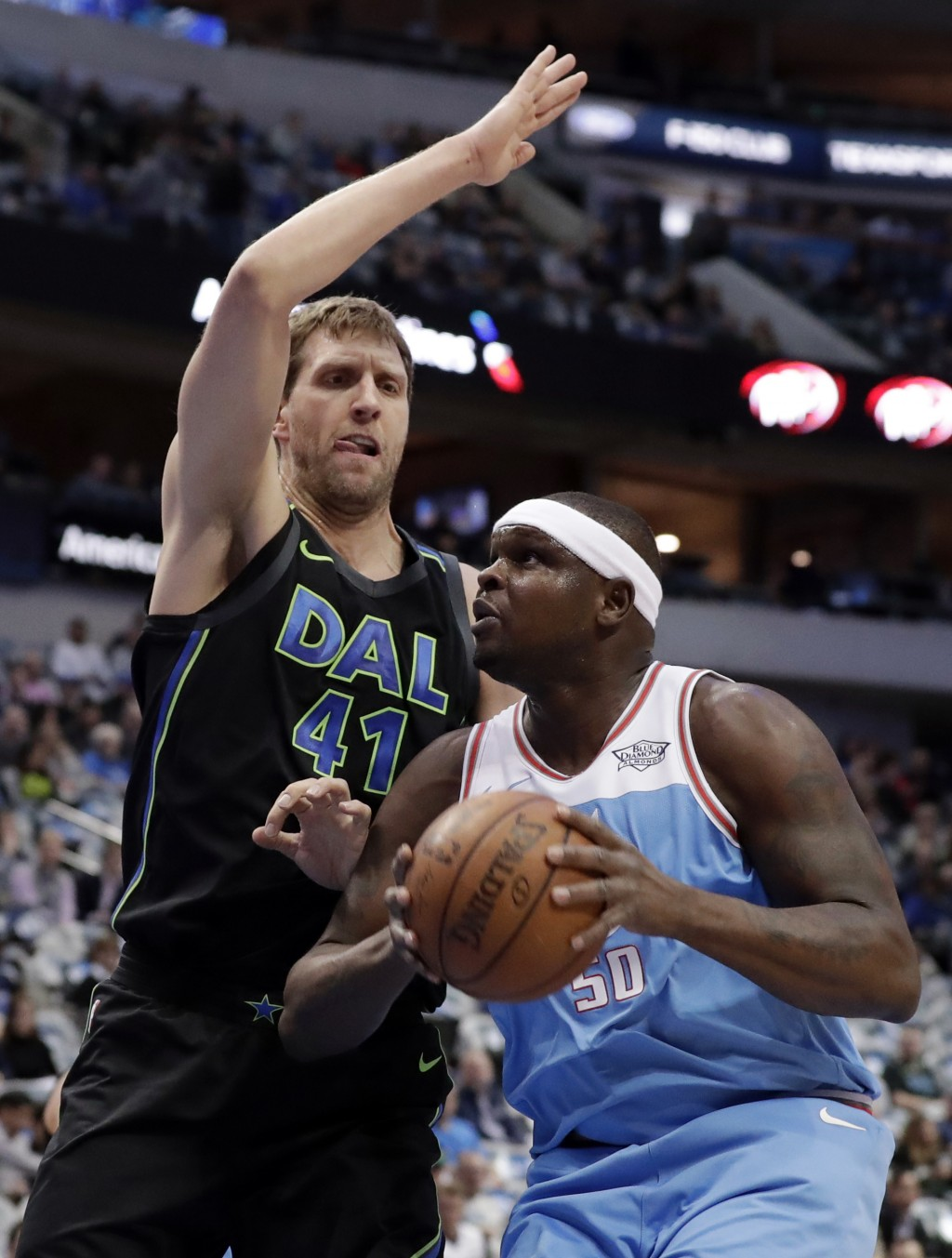 Dallas Mavericks forward Dirk Nowitzki (41) of Germany defends as Sacramento Kings forward Zach Randolph (50) works for a shot in the first half of an