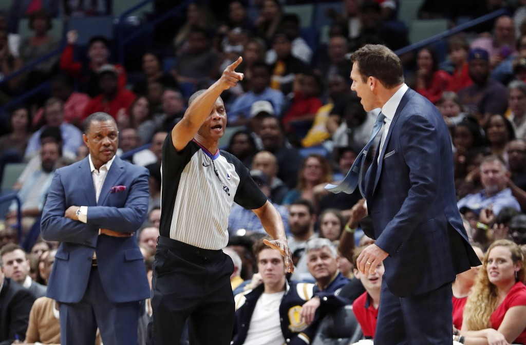 A referee ejects Los Angeles Lakers coach Luke Walton, right, as New Orleans Pelicans coach Alvin Gentry watches, left, in the first half of an NBA ba