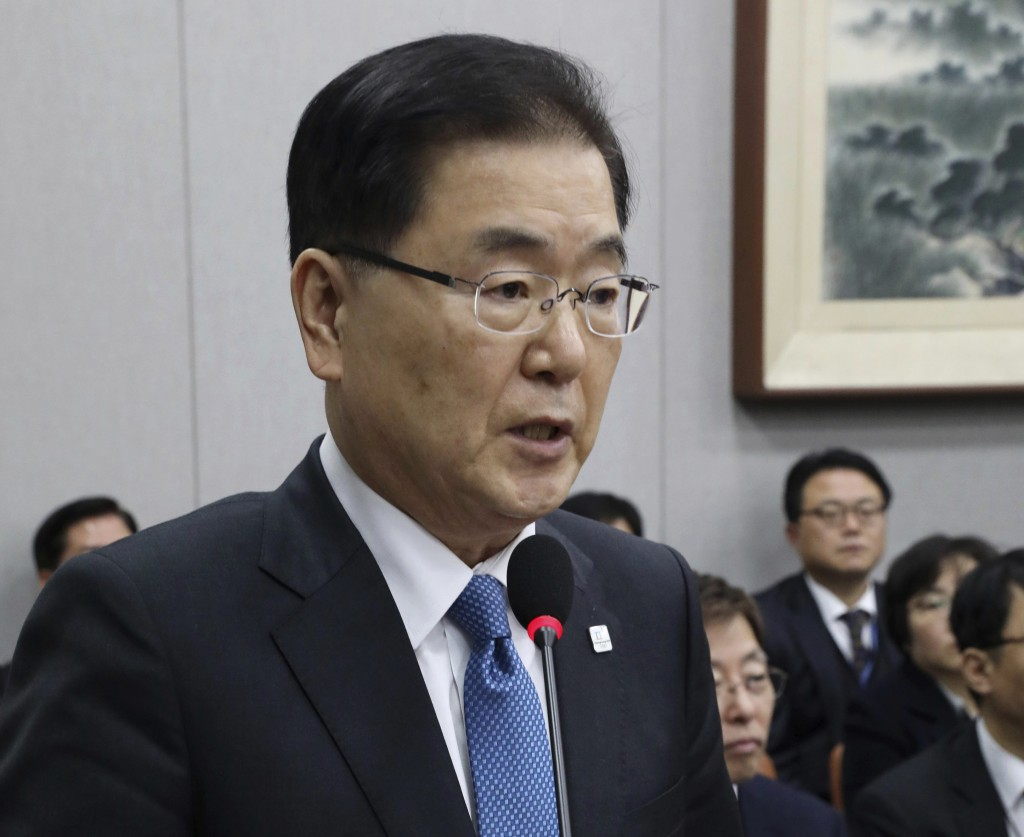 Moon Sends Envoys to N.Korea