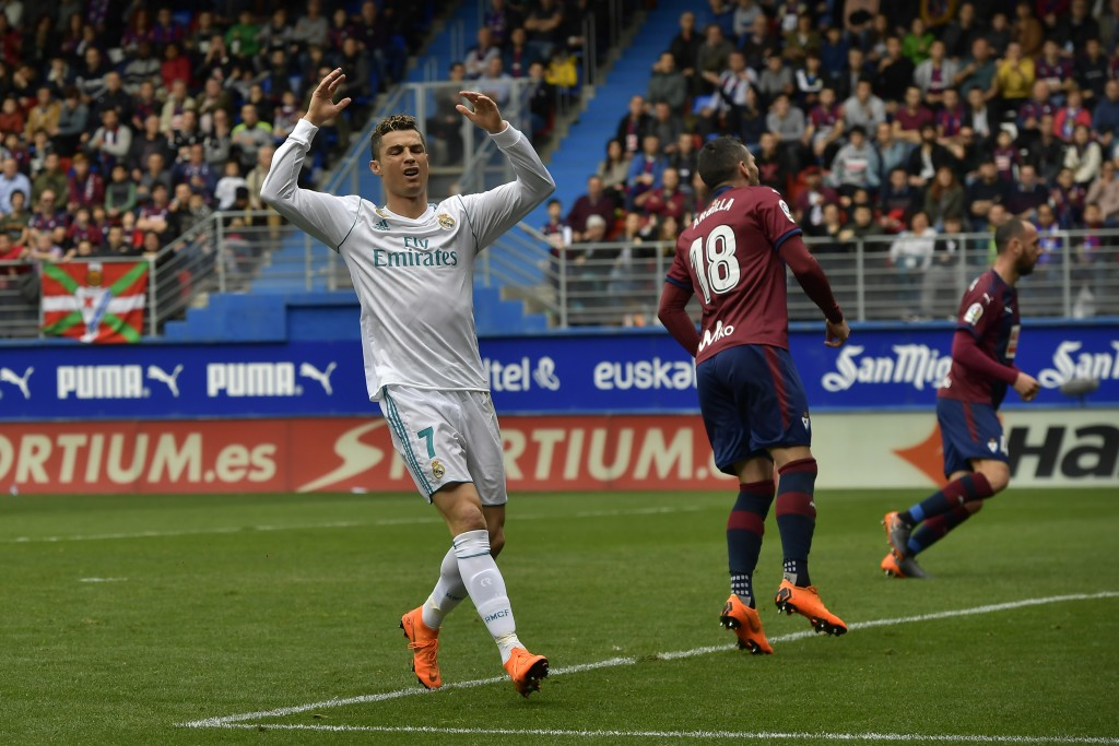 Ronaldo scores 2 to give Real Madrid 2-1 win at Eibar