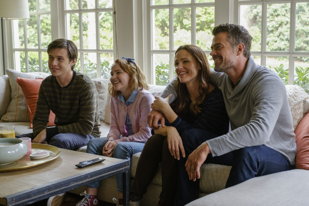 "This image released by Twentieth Century Fox shows Nick Robinson, Talitha Bateman, Jennifer Garner and Josh Duhamel in ""Love, Simon."" (Ben Rothstein/T"