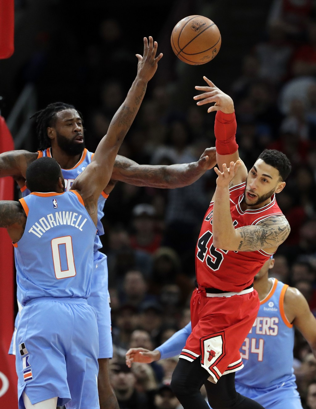 Chicago Bulls guard Denzel Valentine, right, passes against Los Angeles Clippers forward Sindarius Thornwell (0) and center DeAndre Jordan during the