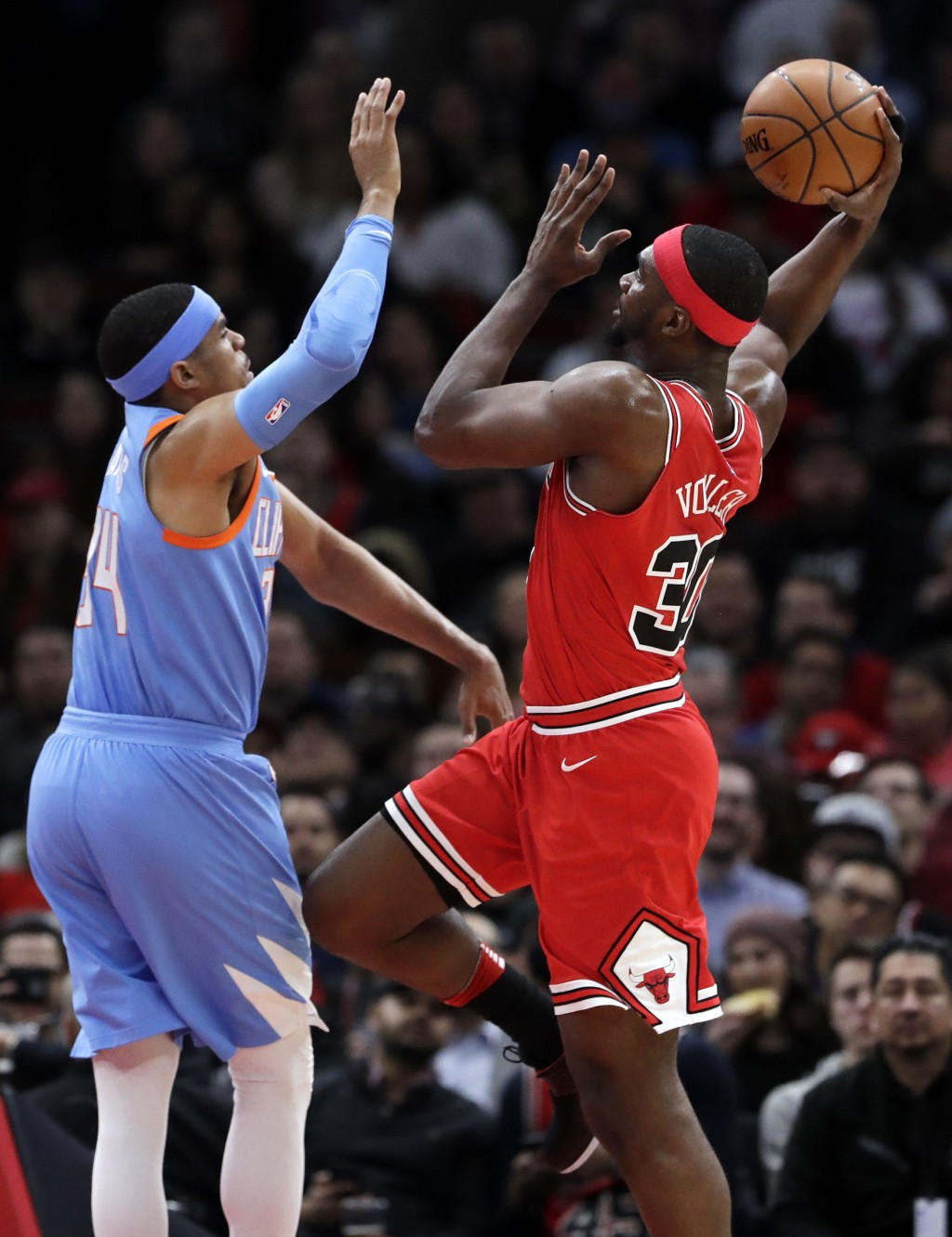 Chicago Bulls forward Noah Vonleh, right, shoots against Los Angeles Clippers forward Tobias Harris during the first half of an NBA basketball game, T