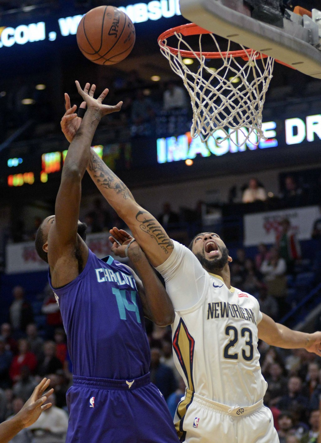 Charlotte Hornets forward Michael Kidd-Gilchrist (14) shoots the ball against New Orleans Pelicans forward Anthony Davis (23) in the first half of an