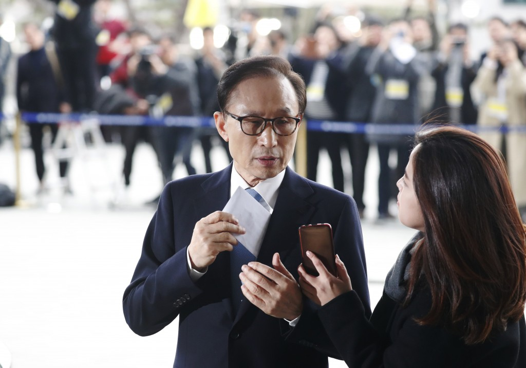 Former South Korean President Lee Myung-bak prepares to speaks upon arrival for questioning over bribery allegations at the Seoul Central District Pro