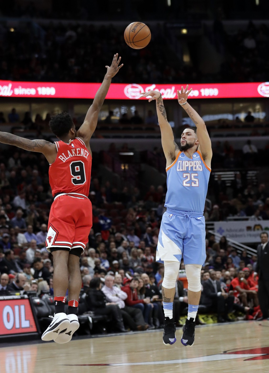 Los Angeles Clippers guard Austin Rivers, right, shoots over Chicago Bulls guard Antonio Blakeney during the first half of an NBA basketball game, Tue