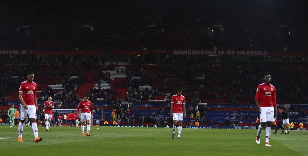 Manchester United's Alexis Sanchez head down, third left walks with is teammates off the pitch after the end of the Champions League round of 16 secon