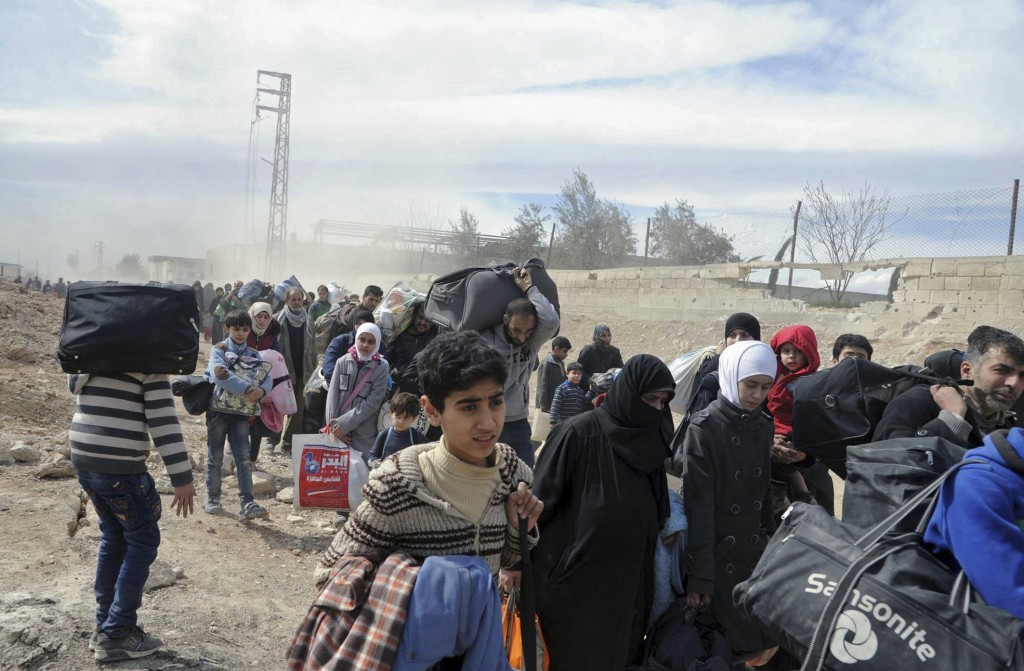Thousands flee Syria onslaught as death toll passes 100