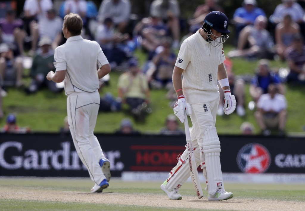 Stuart Broad's quick wickets help England to turn tables on New Zealand