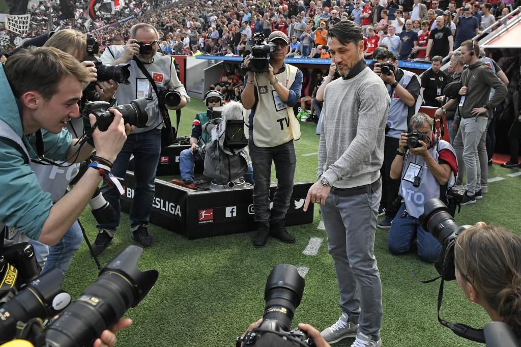Frankfurt's head coach Niko Kovac is surrounded by cameras prior the German Bundesliga soccer match between Bayer Leverkusen and Eintracht Frankfurt i