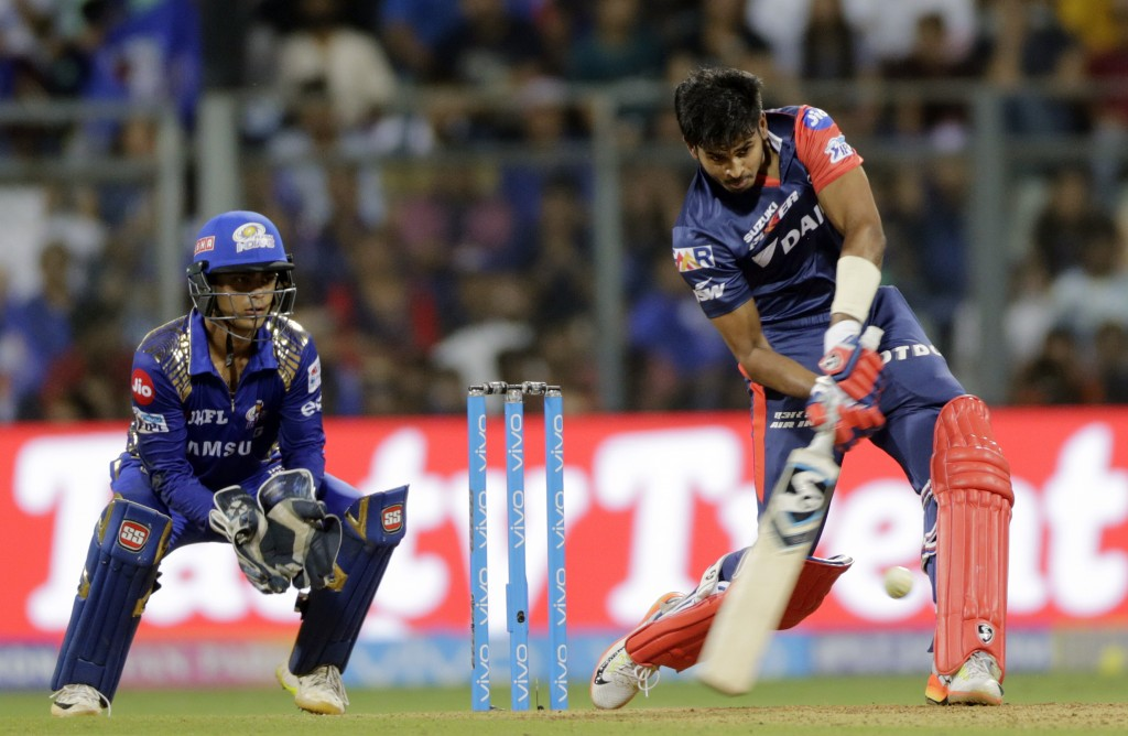 Hardik Pandya takes leaping catch in IPL for Mumbai!