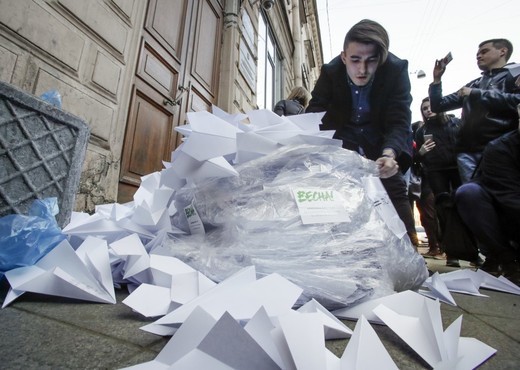 Activists bring a sack with about 2,000 paper airplanes symbolising the logo of the messaging app Telegram to the door of St. Petersburg's department