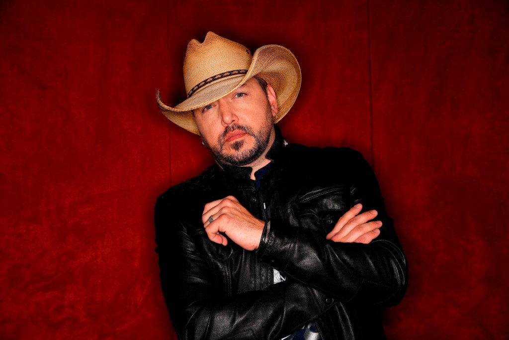 """FILE - In this March 19, 2018, photo, country music singer Jason Aldean poses in Nashville, Tenn., to promote his eighth studio album """"Rearview Town."""""""