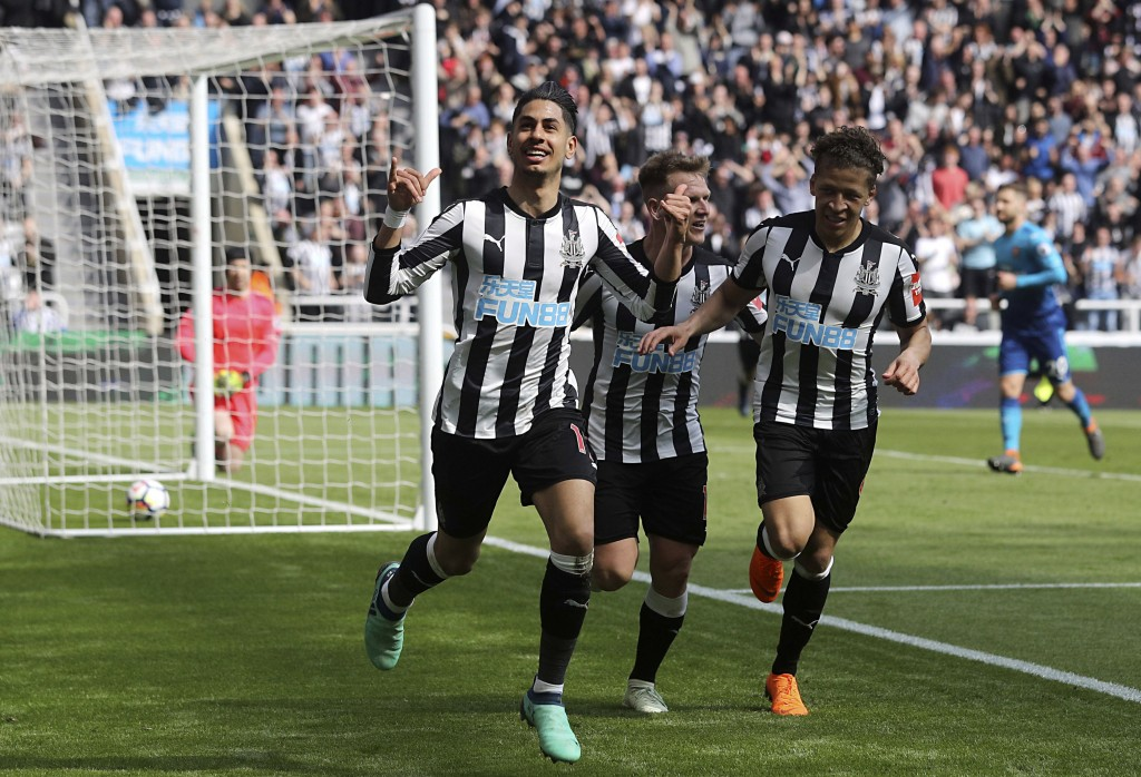 Newcastle United's Ayoze Perez, left, celebrates scoring his side's first goal of the game during the English Premier League soccer match between Newc